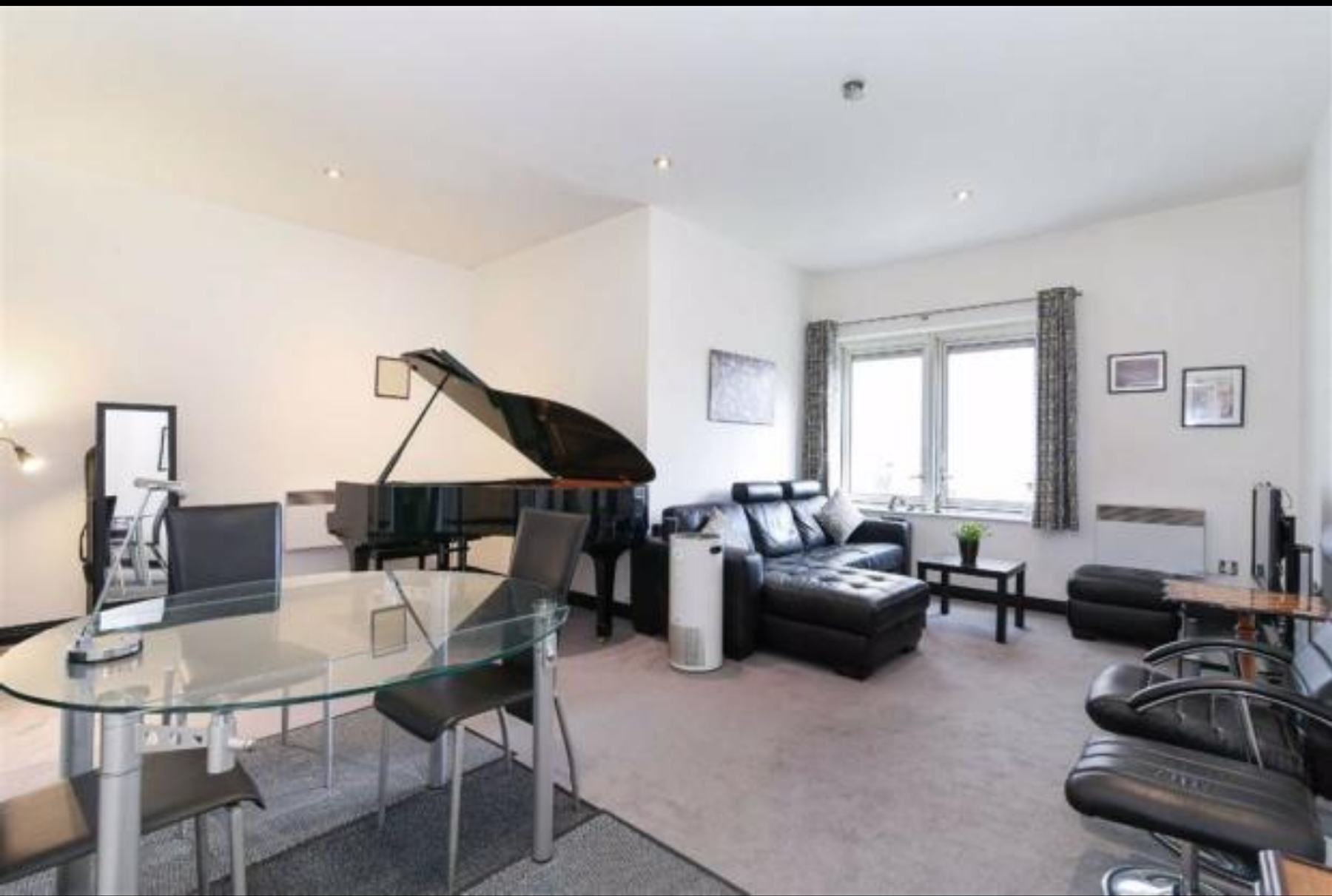 Apartment with Grand Piano
