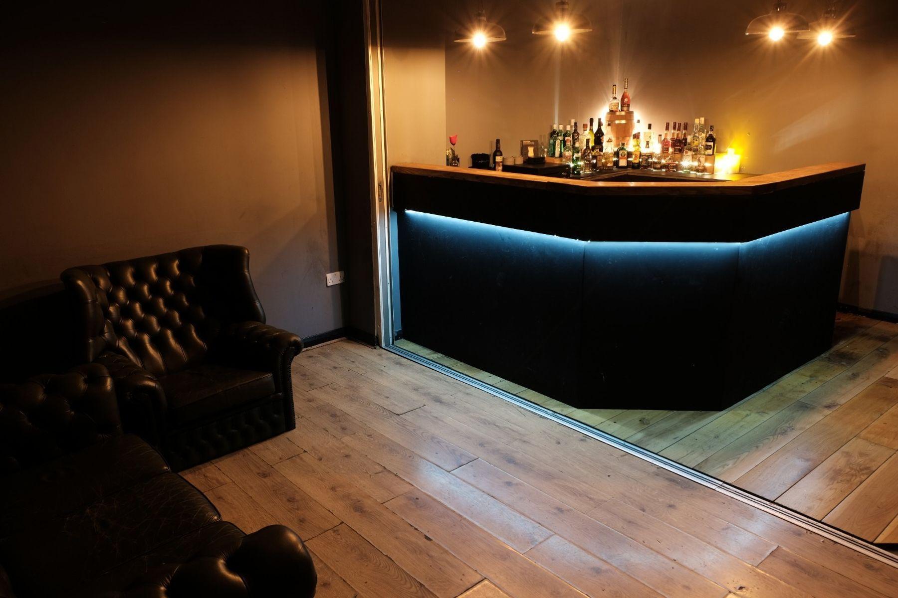 Retro Bar / Speakeasy