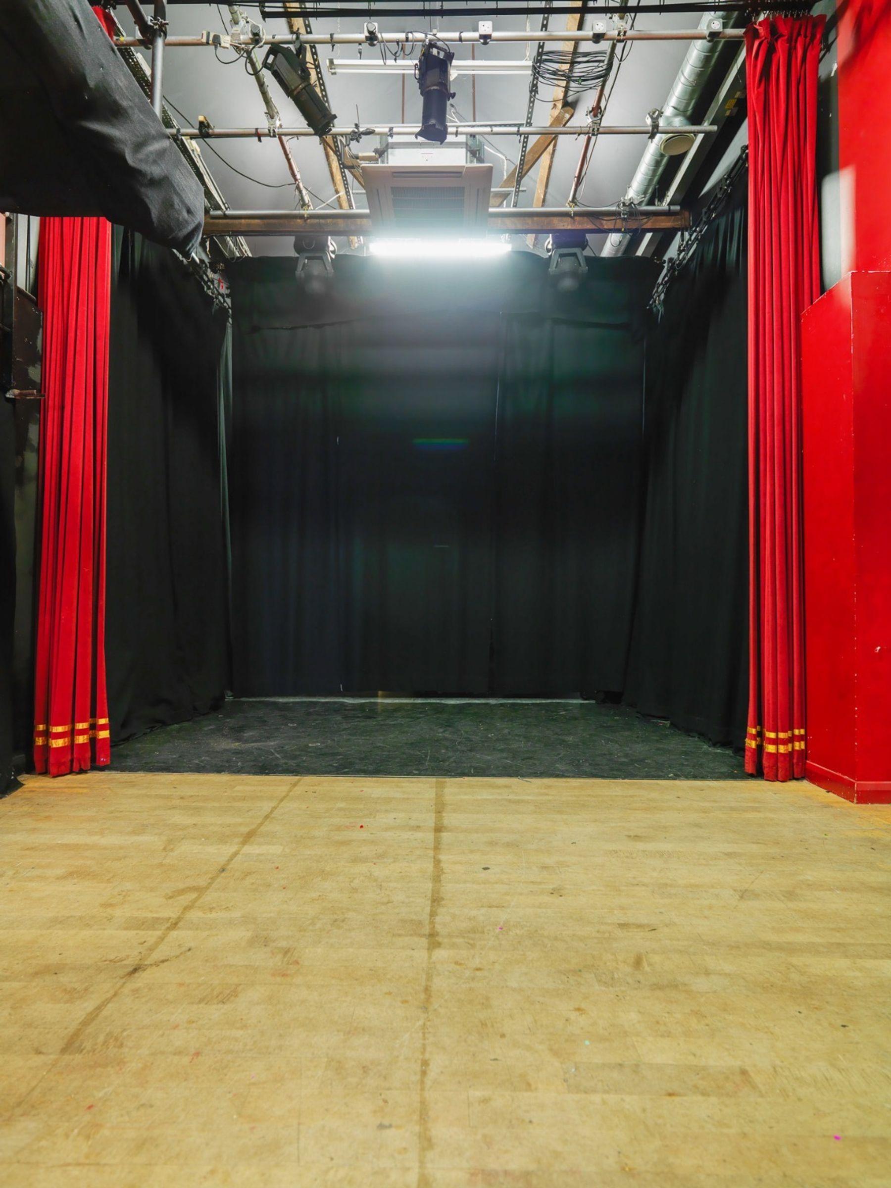 Theatre (9am-5pm)