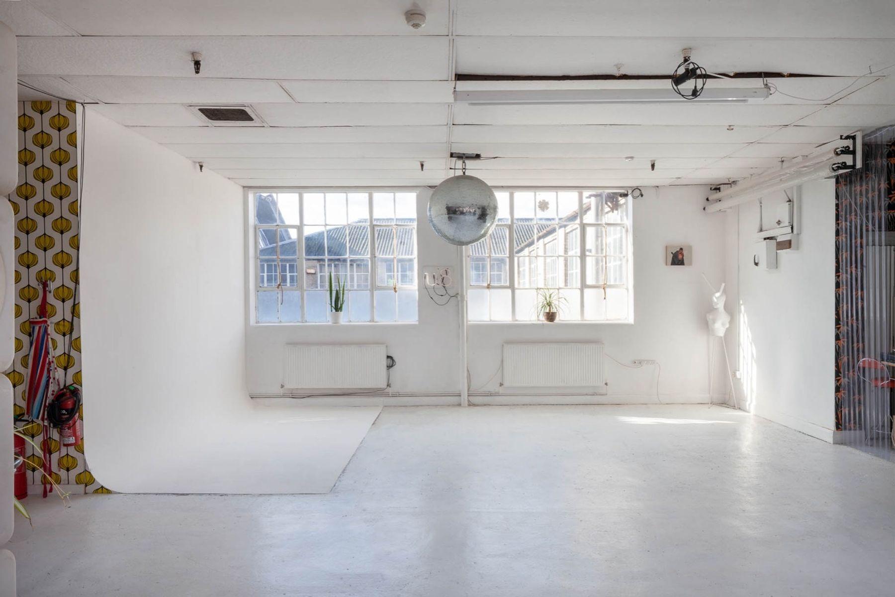 Large Bright Multi-Purpose Warehouse Studio