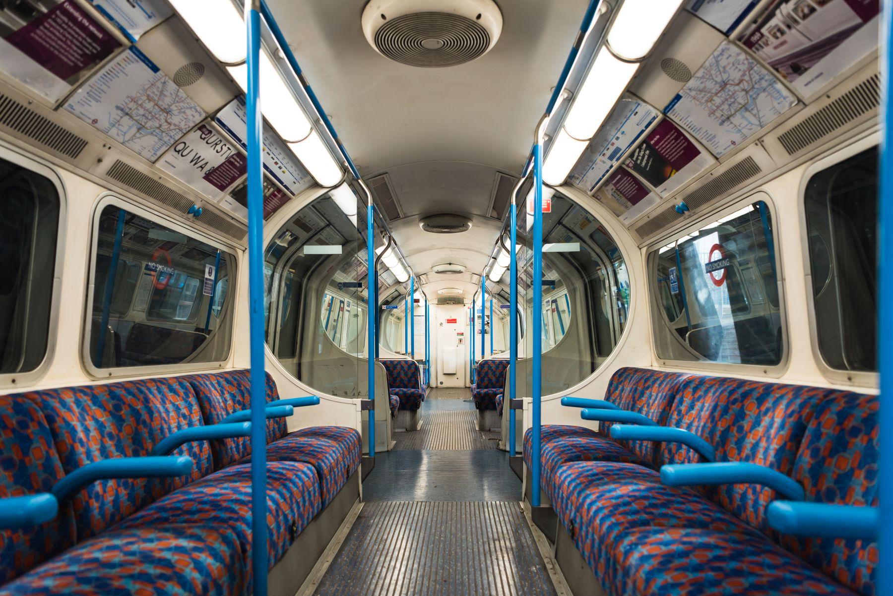 WPHM: Victoria Line Tube Carriage