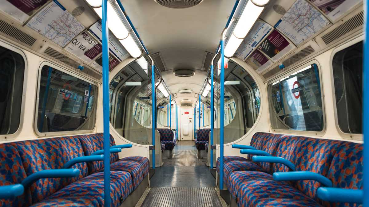 WPHM: Victoria Line Tube Carriage