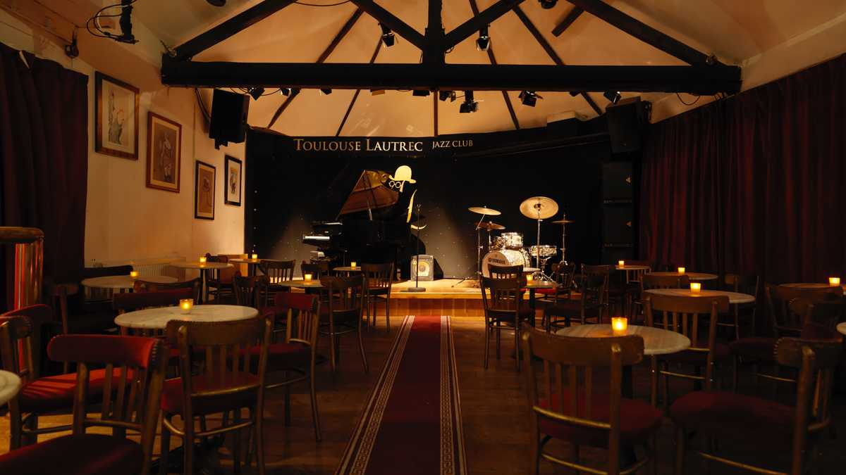 Fully equipped South London Jazz Club with Yamaha 1977 Grand Piano