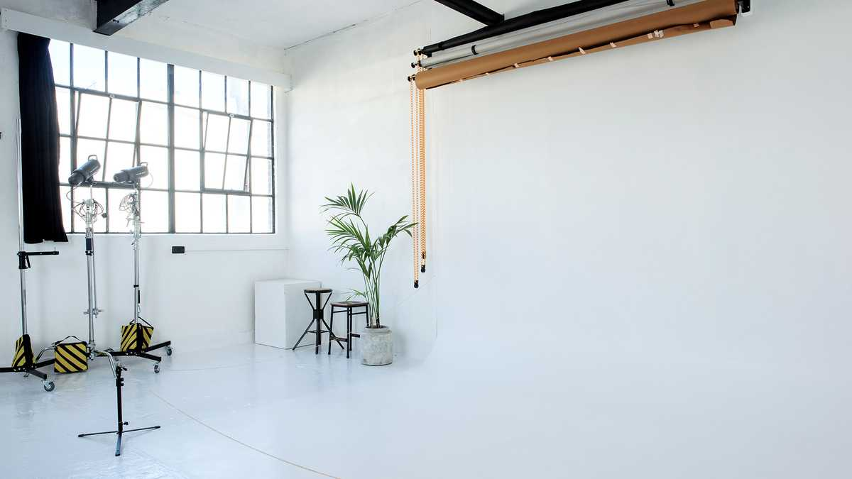 White studio with infinity cove
