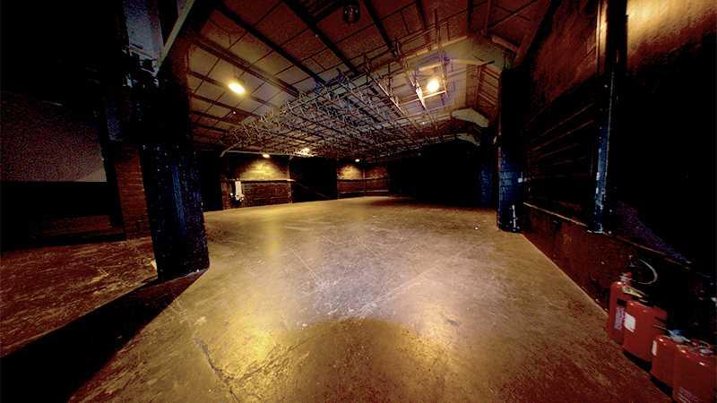 5,500 sq ft Black Stage