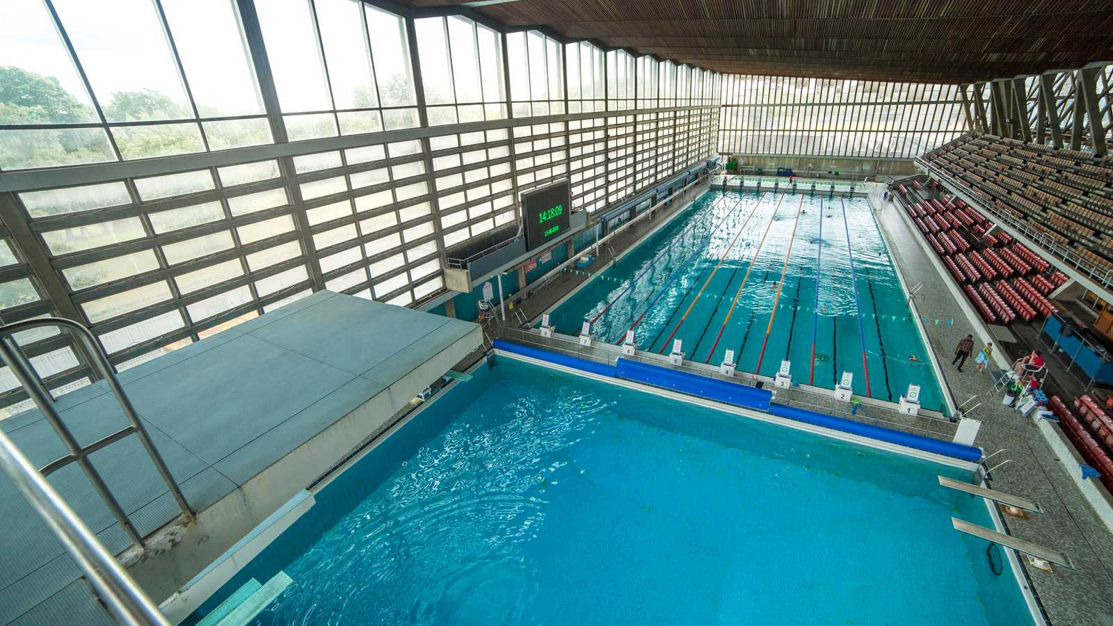 Large Swimming Pool & Diving Pool