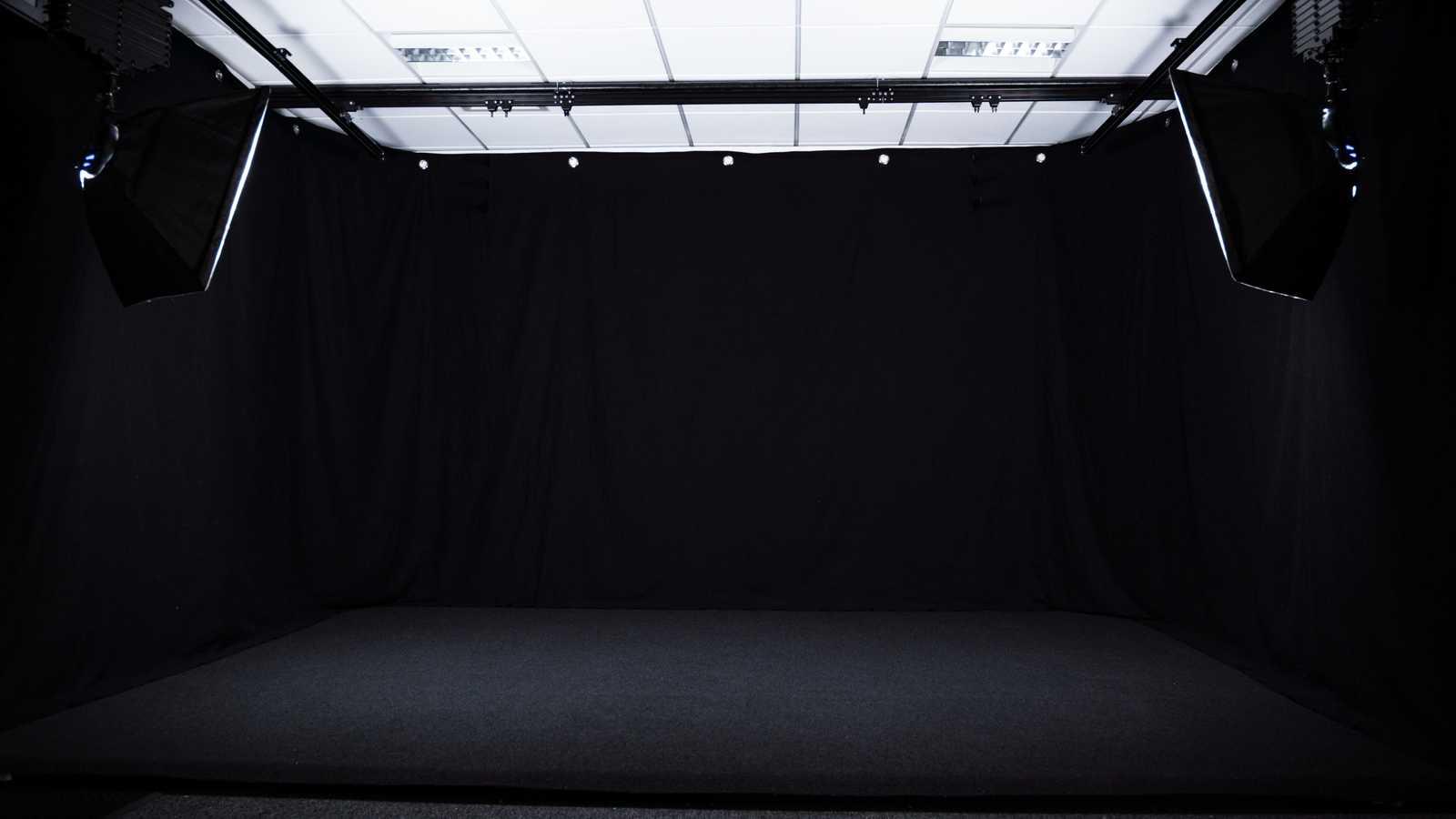 Photo/Film Studio (Blackout)