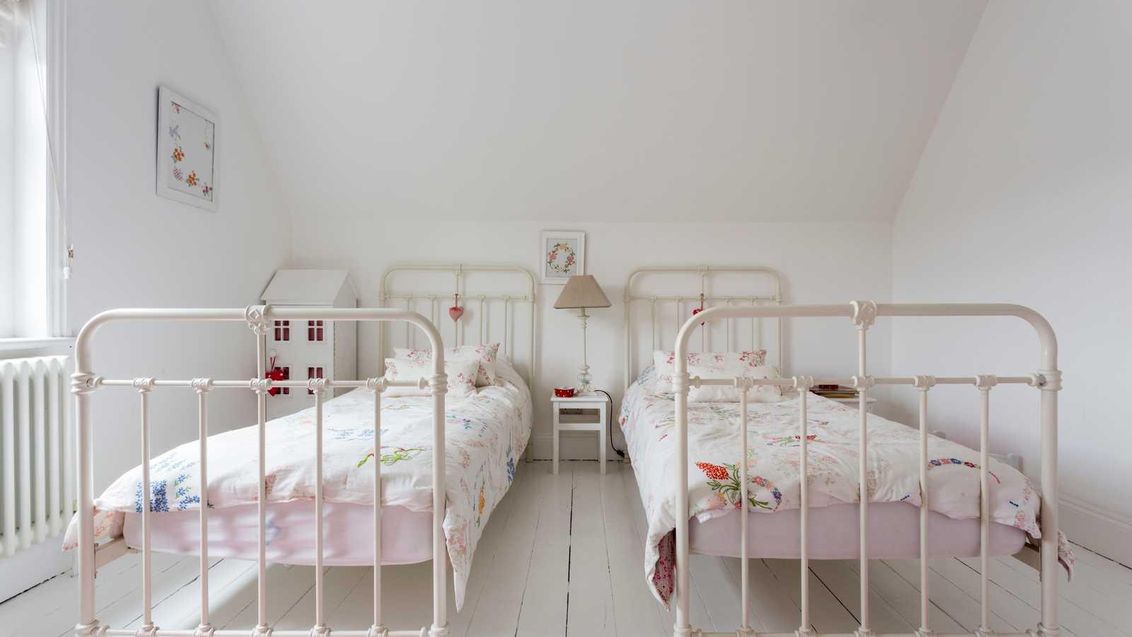 Red letter bedroom