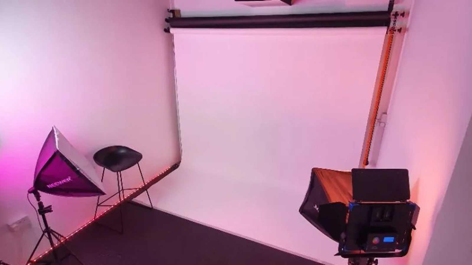 Intimate multipurpose creative studio