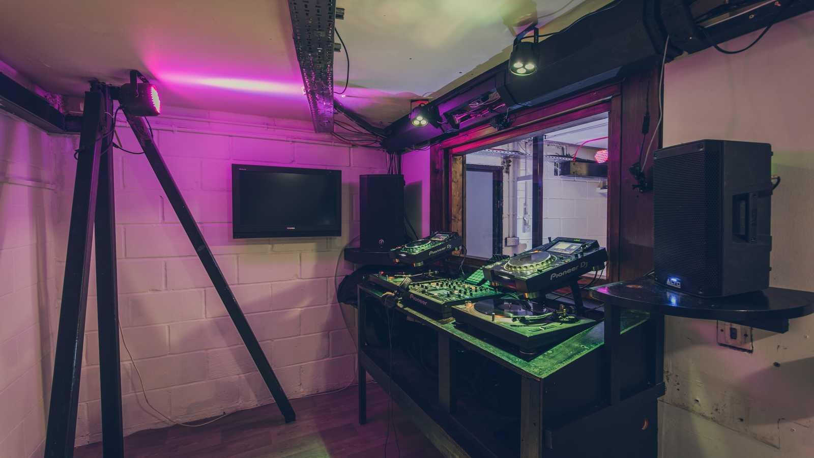Live Stream Dj Booth