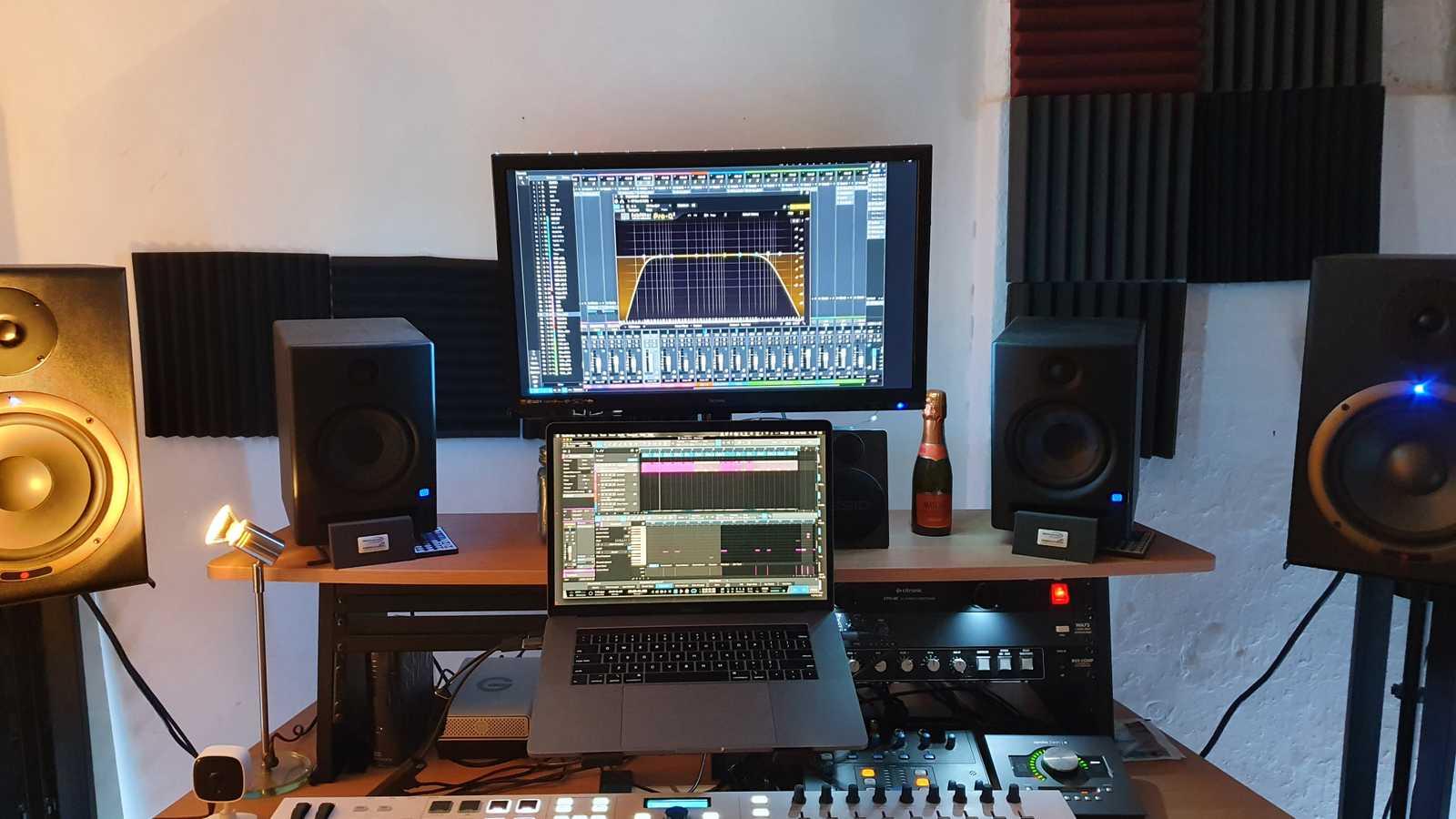 HitCave Studio
